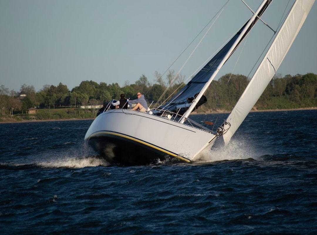 j40-sailboat